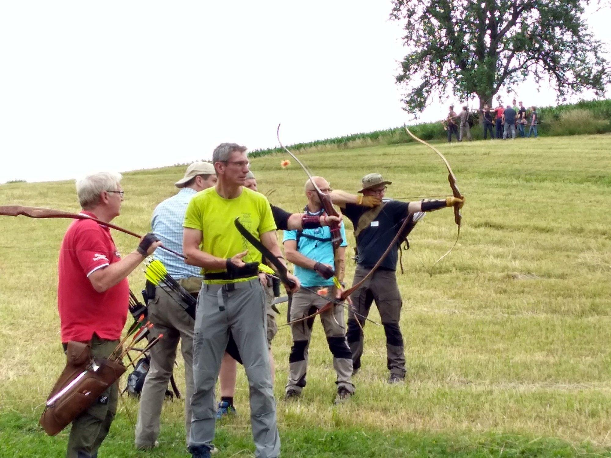 Bogenschützen visieren Ziel an